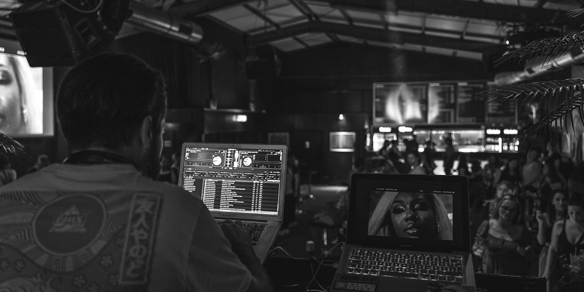 Dj spielt Rap, Dancehall und Afrobeats im Rude7