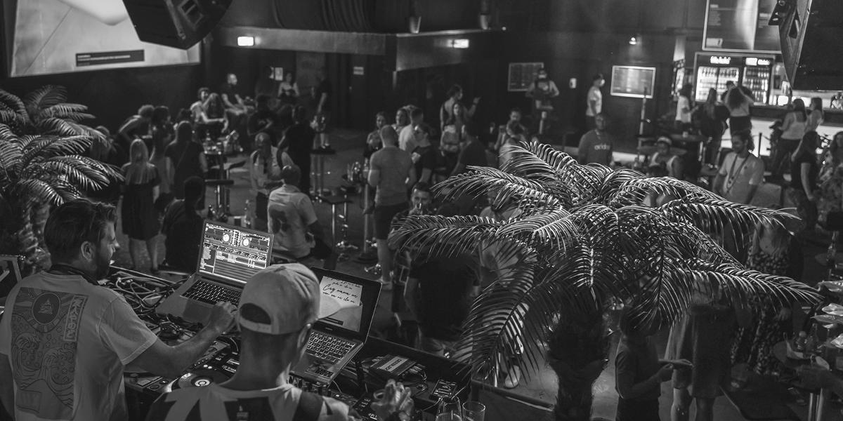Deebuzz Sound spielt für die Partycrowd im Rude7 Club Mannheim