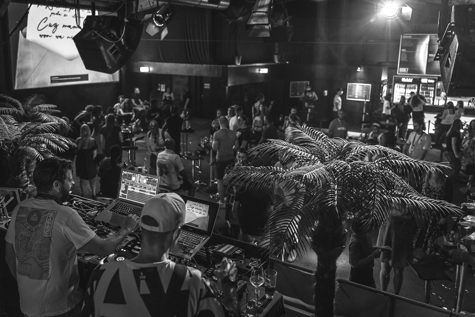 2 DJs von Deebuzz Mannheim spielen im Rude 7