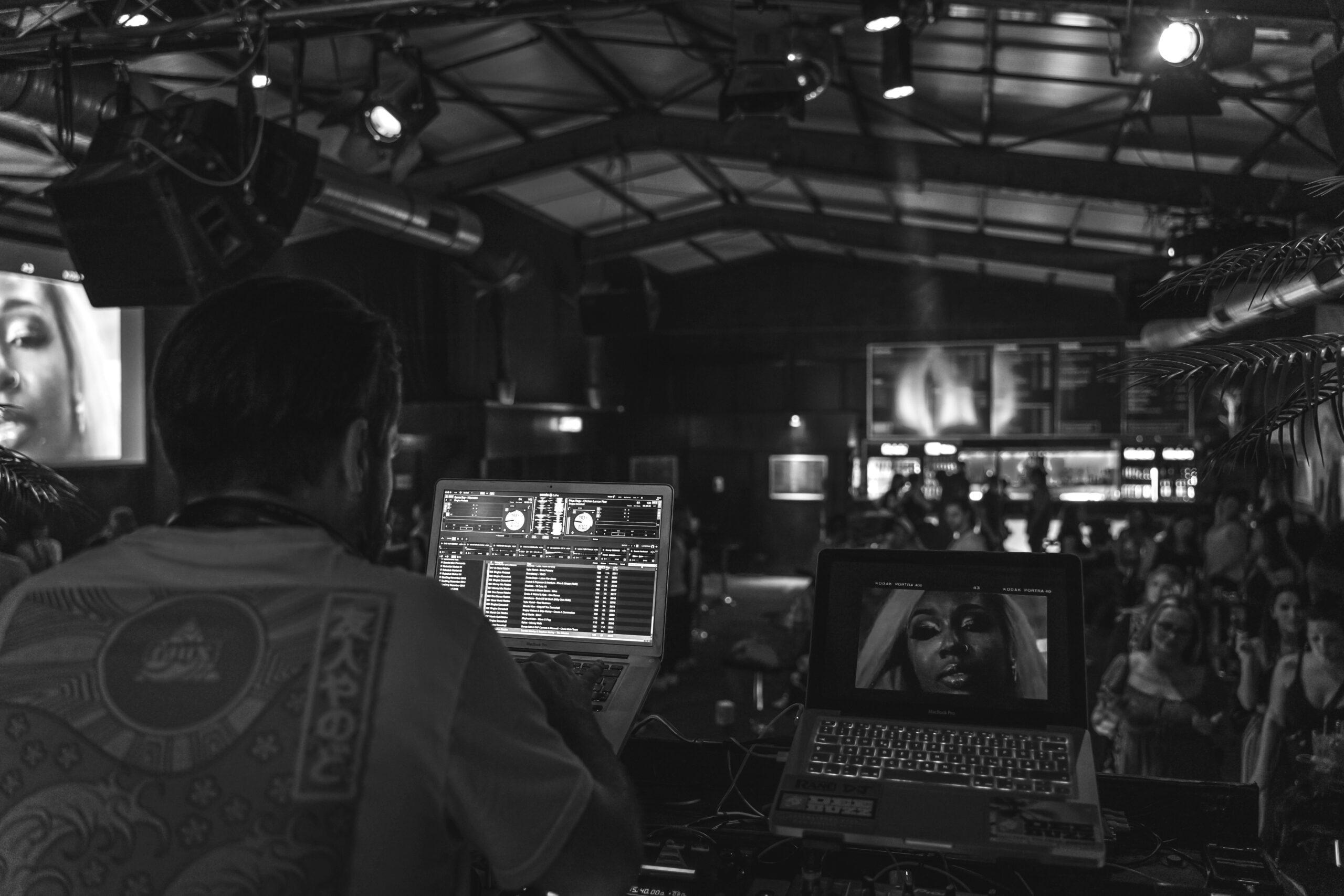 Deebuzz spielt neue Tracks im Rude7 Party Club Mannheim